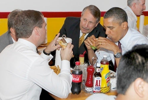 Obama, Medvedev Eat Messy Hamburgers
