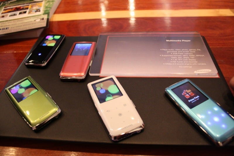 Samsung's YP-S3 Gets the LED Out