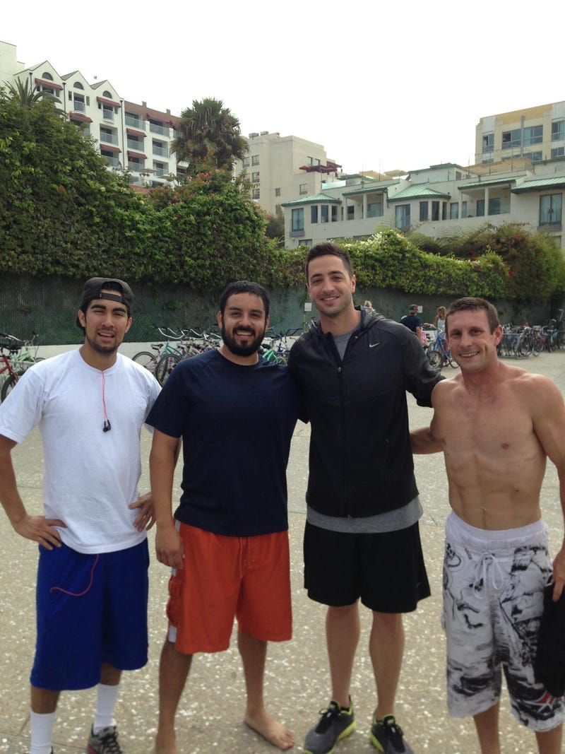 Here's Ryan Braun Hanging Out With Some Bros In Venice Beach