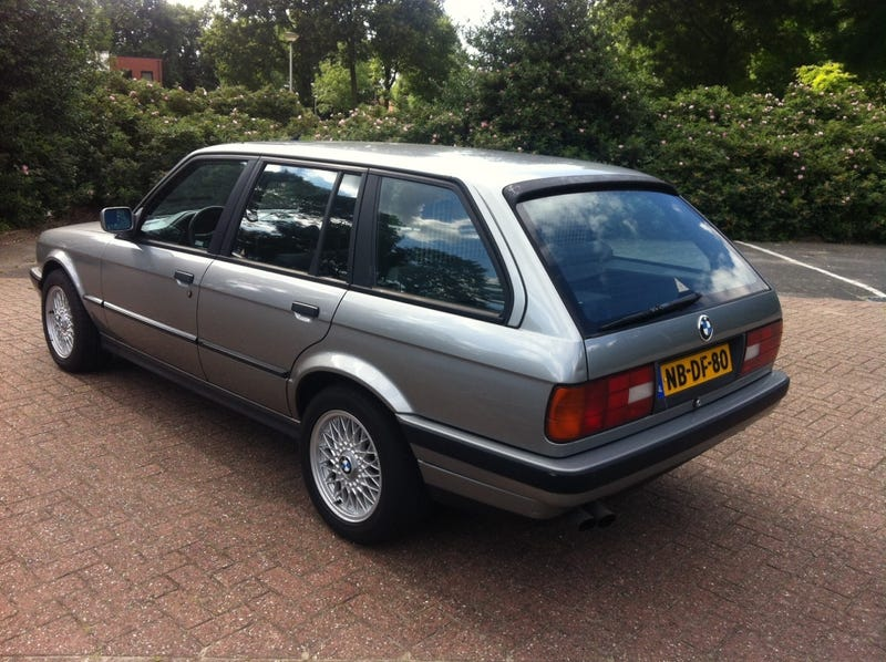 I Test Drove This BMW 325i E30 Touring Today