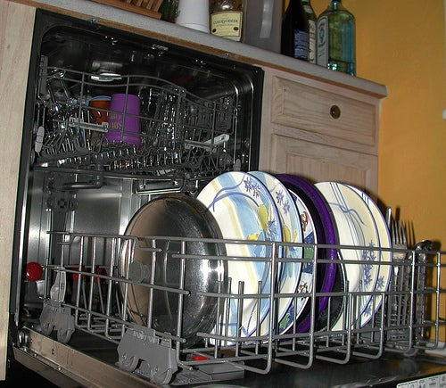 From the Tips Box: Smart Dishwasher Tricks, Time-Saving Words, and Cable Un-Management