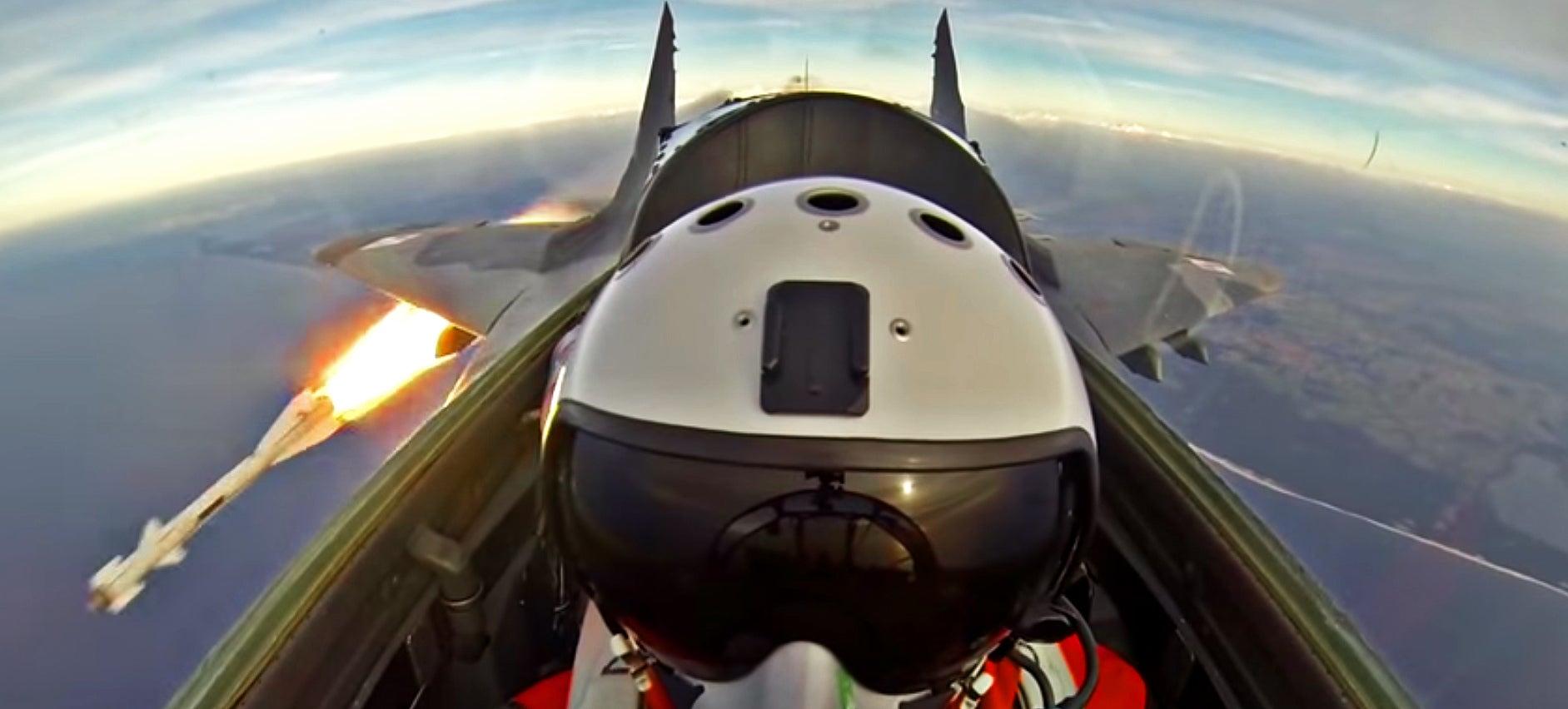 Vídeo: Passeando de MIG- 29 FULCRUM