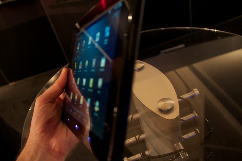 Hands On the Cheap, Media-Mongering Vizio Tablet