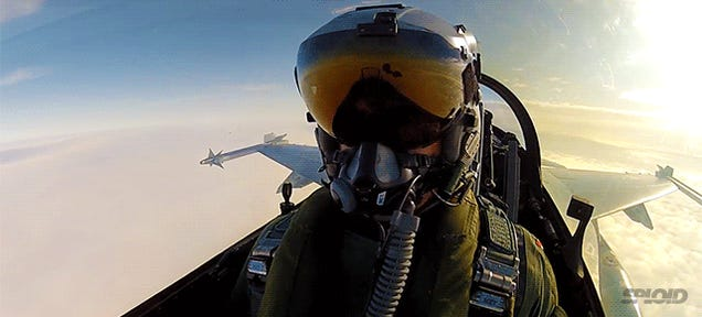 Awesome video of F-16 pilot firing a missile
