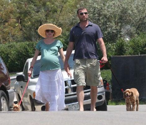 Naomi Watts Still Improbably Pregnant; Liev Schrieber Still Impossibly Hot