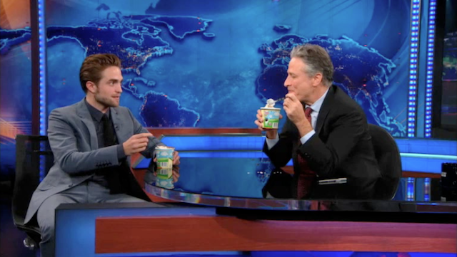 Watch Robert Pattinson Awkwardly Avoid All Mention of Kristen Stewart, On The Daily Show