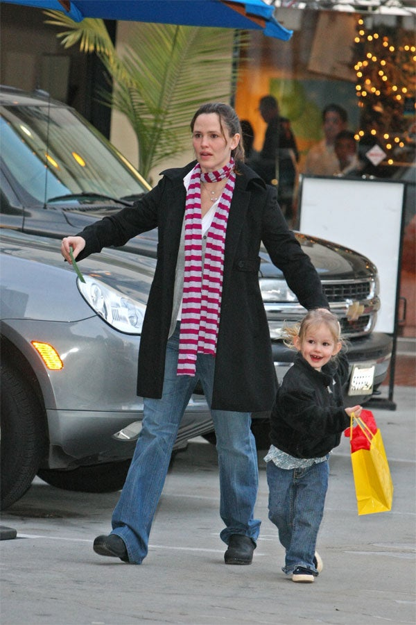 Violet Affleck Attempts To Escape From Zombie-Mommy