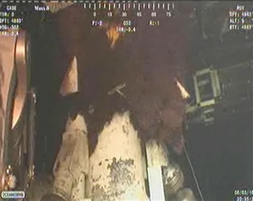 Watch BP Place A Containment Dome On The Broken Oil Pipe