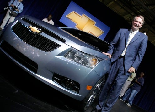 Chevrolet Cruze Gets Live Body-In-Foam Reveal At GM Plant