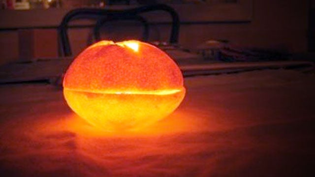 How to Make a Candle Out of a Clementine and Olive Oil