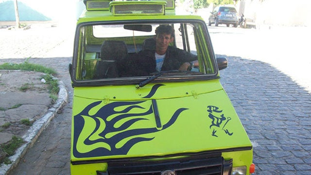 "Homeless Brazilian carbuilder auctioning his ""Shrimpmobile"""