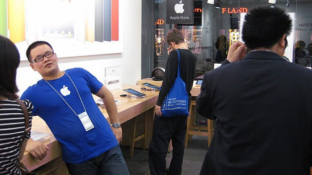 Fake Chinese Apple Store Clerk: We're Fake and Proud