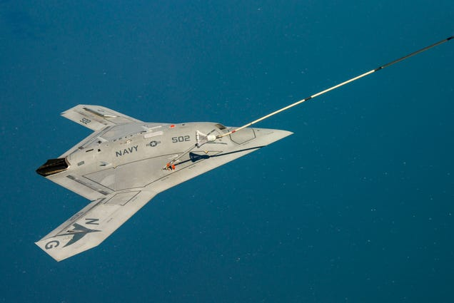 Awesome video shows unmanned X-47B drone refueling in the air