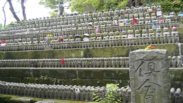 Japanese Women Refusing To Be Buried With Husband's Families