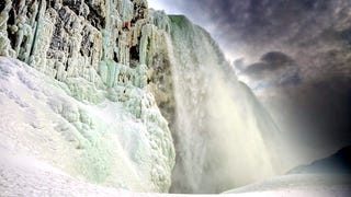Watch a man ice climb a frozen Niagara Falls for the first time ever