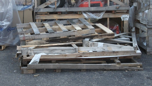 Find Free Shipping Pallets and Reclaimed Wood for your DIY Projects