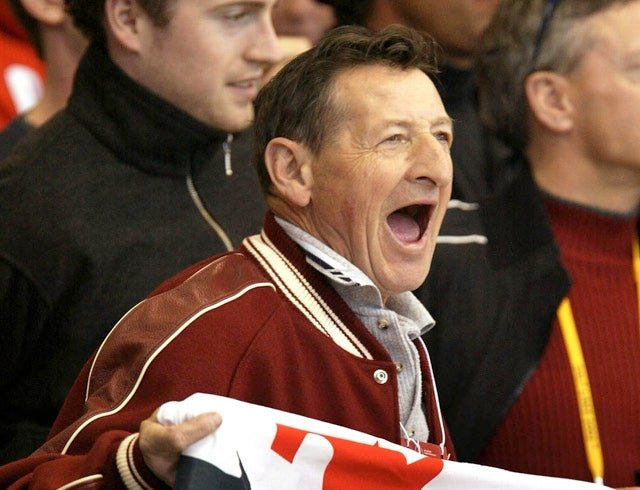 "Wayne Gretzky's Dad Thinks Fighting In Hockey Is ""Stupid"""