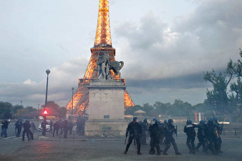 PSG's Championship Parade Ended In Riots