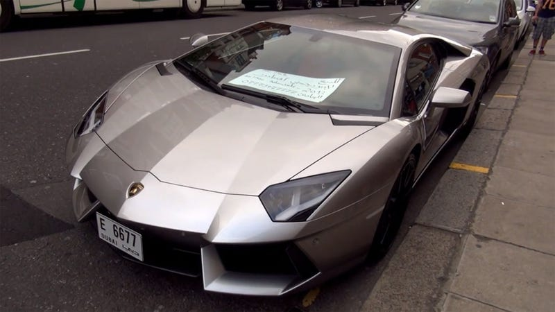 This Is How You Sell A $523,000 Lamborghini Aventador On The Street