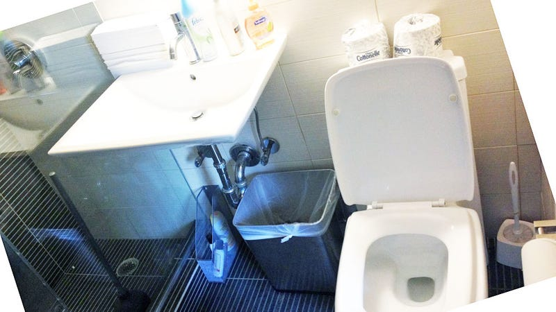Gawker Bathroom Anxieties: An Internal Monologue