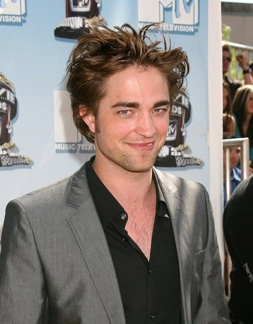 Robert Pattinson Needs NYPD Police Protection From Bloodthirsty Teenage Girls