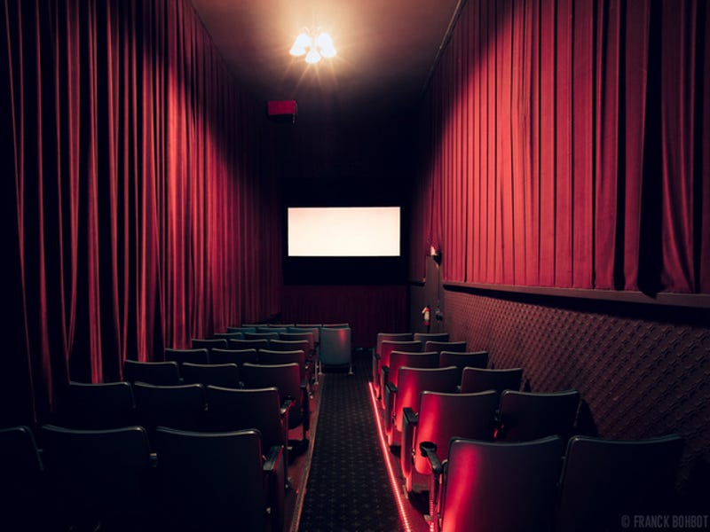 Photos of Movie Theaters Show the Former Grandeur of Cinema