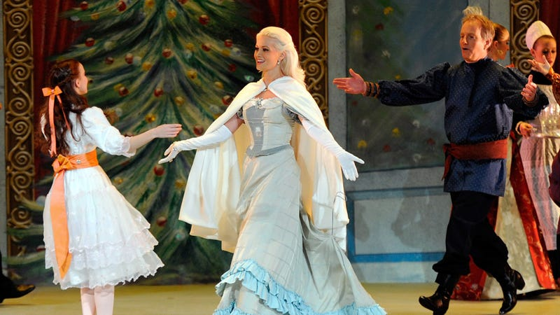Holly Madison Takes A Crack At 'The Nutcracker'