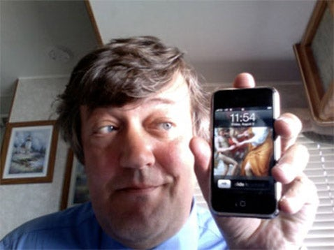 Comedian Stephen Fry Blogs Spectacularly About Smartphones