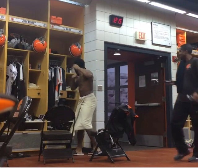 Browns Prank T.J. Ward With Fake Rat In His Locker