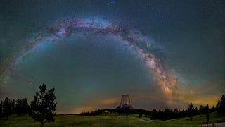 A magnificent photo of the Milky Way arching over Devils Tower