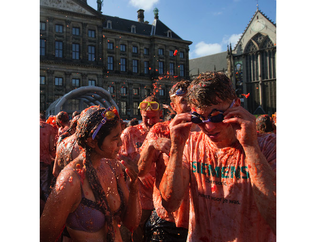 Dutch Stage Gigantic, Messy Tomato Fight to Protest Russian Sanctions