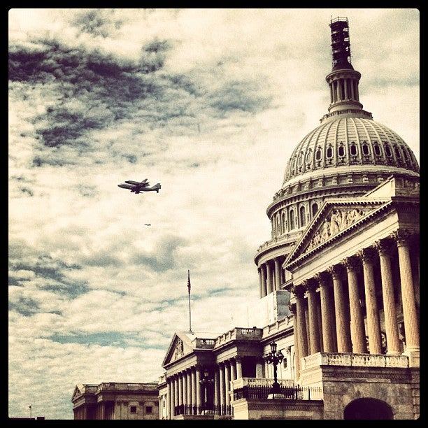 Check Out These Amazing Photos of the Space Shuttle Discovery Flying Over Washington D.C.