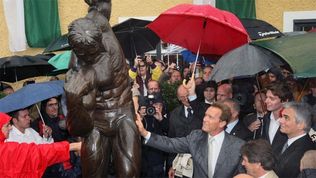 Schwarzenegger Commemorates Epic Narcissism With Statue Of Himself