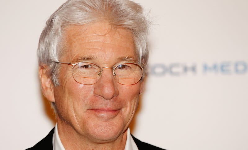 Woman Mistakes Richard Gere for Homeless Man, Tries to Give Him Pizza