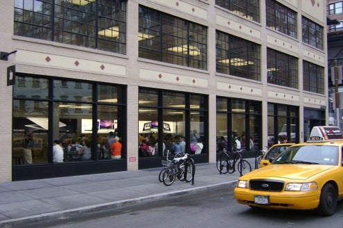 First Gen iPhone Shortage Hits NYC