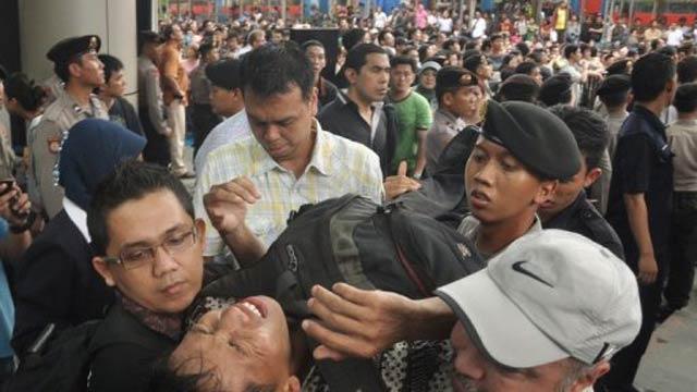 RIM Top Exec Suspect In Blackberry Riot—40 People Injured