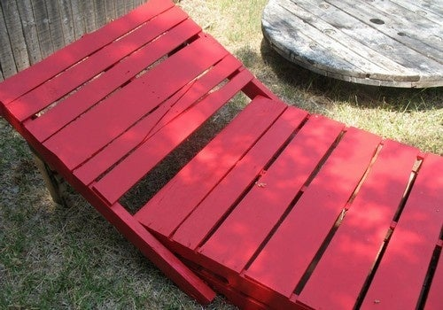 Recycle Shipping Pallets into Spacious Chaise Lounges