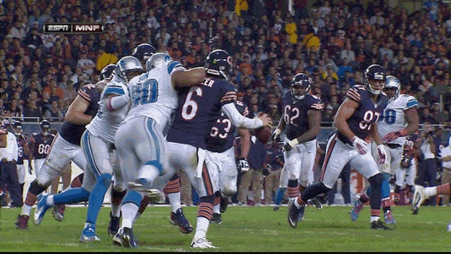 Ndamukong Suh Tried To Break Jay Cutler: Detroit-Chicago, In A GIF