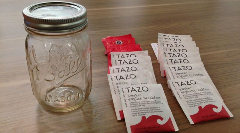 Make Your Own Cold-Brewed Tea in a Jar