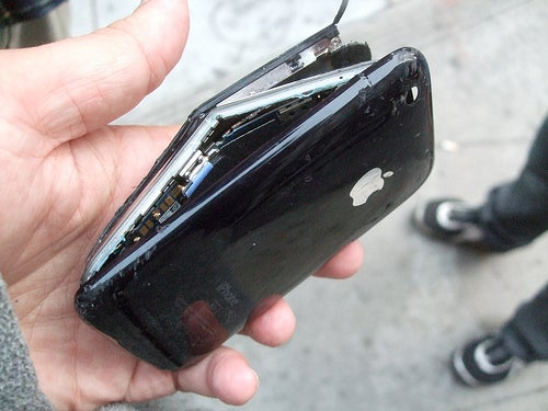 Beautiful Destruction: Gallery of Smashed iPhone 3Gs