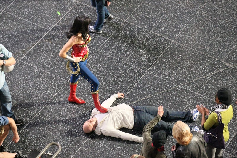 Wonder Woman subdues a bad guy