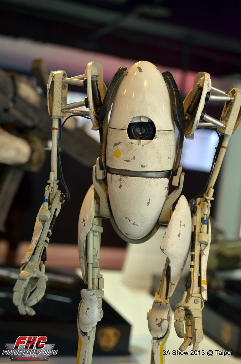Portal 2's Atlas & P-Body Look Even Better In Real Life