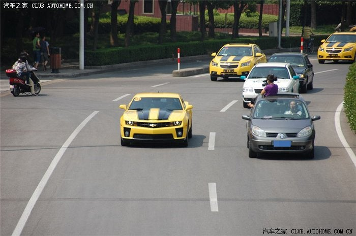 Chinese Fan-Boys Tart Up Random Cars To Show Bumblebee Love