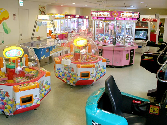 2 Year-Old Child Goes Missing In One Arcade, Turns Up In Another One