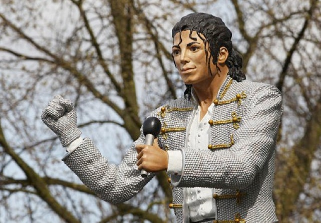 "Fulham's Michael Jackson Statue Is More Frightening Than The Balloon Creatures From ""The Wiz"""