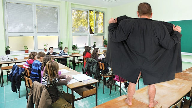 Naked Teacher Shows Up to School Praising His 'Third Eye'