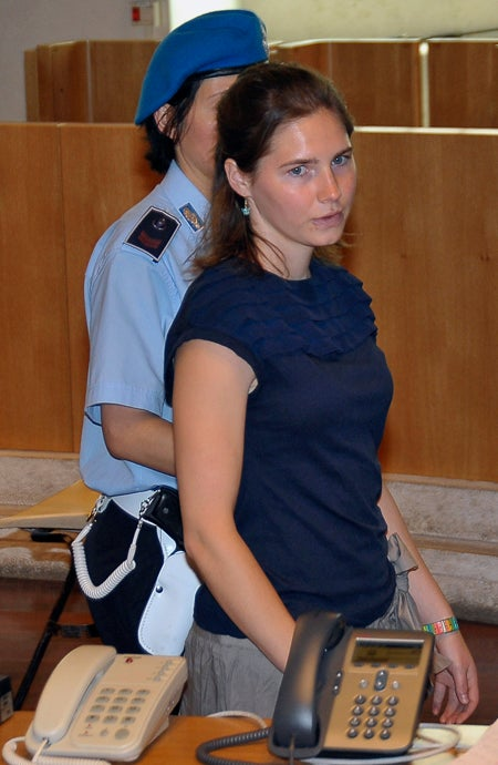 "Amanda Knox ""Shocked"" After Fellow Convict Accuses Her Of Killing Roommate"