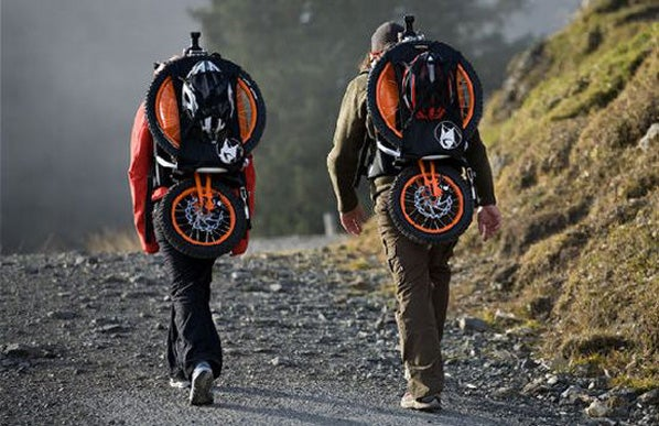 Folding Bicycle Backpack Makes Good Use of Gravity