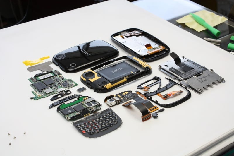 Palm Pre Disassembled, Cost Estimated at $170