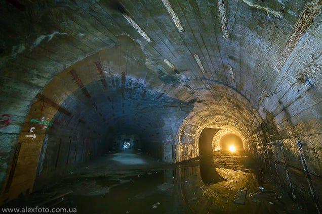 El distópico mundo de las bases de submarinos abandonadas 805315684376106413